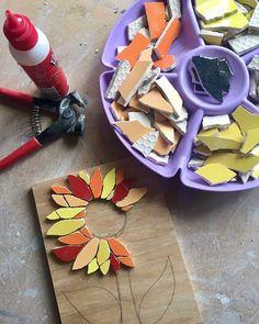 #mosaic #sunflower #working #wip #studio #myart #livecolorfully #mothersday #mothersdaygift #mosaicflowersdontgettired