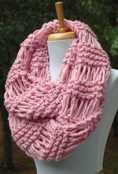 Rosa de punto infinito bufanda bufanda gruesa círculo de la Knitting Stitches, Hand Knitting, Knitting Patterns, Chunky Scarves, Pink Scarves, Circle Scarf, Wool Scarf, Womens Scarves, Knit Crochet