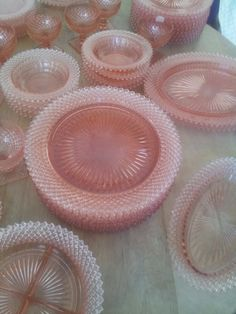 Miss America Plates- 10 - Pink Depression Glass Delightful. Have a piece or more of most of these. A favourite pattern Pink Depression Glassware, Pink Dishes, Vaseline Glass, Art Deco Glass, Antique Glassware, Depressing, Glass Dishes, Vintage Dishes, Anchor Hocking