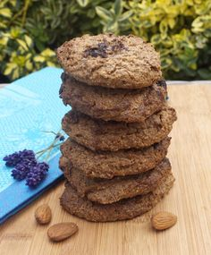 simple almond butter cookies Almond Butter Cookies, Vegetarian Paleo, Yummy Cookies, Healthy Fats, Tray Bakes, Nutrition, Jar, Chocolate, Baking