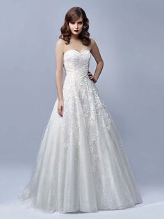 A classic romantic wedding gown with sweetheart neckline.