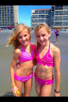 This is Chloe Lukasiak(right) and Paige Hyland(left). They are on the hit TV show Dance Moms. They call themselves TWINNIES!! Because they look alike.