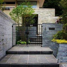 シンプルだけど、使う素材や高さなど、細かいところにこだわりを詰めこんだエクステリア。 ・ コンクリート壁には杉板で表情をつけて。 ・ #ザシーズン #エクステリア #外構 #お庭 #庭 #ガーデン #ガーデンデザイン #門まわり #エントランス #リノベーション #新築 #家 #家づくり #暮らし #暮らしを楽しむ #緑のある暮らし #ヘーベルハウス #green #garden #entrance #landscape #photo #myhome #マイホーム #緑 #素敵 #greens #シマトネリコ #埼玉#わが家
