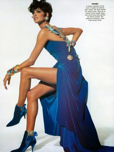 Linda Evangelista wearing Chanel in the American Vogue Editorial 'Rock'n Royalty' (October Photographed by Irving Penn and styled by Carine Cerf de Dudzeele Linda Evangelista, Christy Turlington, 1990s Supermodels, Original Supermodels, Gianni Versace, Vintage Vogue, Vintage Fashion, Karl Otto, Shalom Harlow