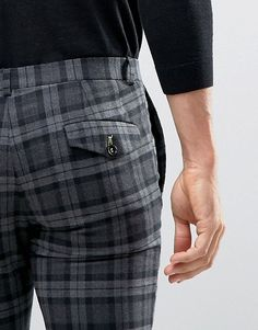 How to wear Tartan pants to like British! Checked Trousers Mens, Mens Plaid Pants, Tartan Men, Tartan Pants, Mens Dress Pants, Pants Outfit, Men Dress, Latest Fashion Clothes, Fashion Men