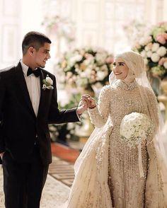 ideas for bridal hijab headpieces Muslimah Wedding Dress, Hijab Bride, Muslim Wedding Dresses, Country Wedding Dresses, Black Wedding Dresses, Wedding Dresses Plus Size, Bridal Wedding Dresses, Bridal Hijab Styles, Wedding Styles