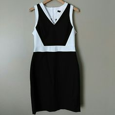 NWT Banana Republic color block dress NWT BR Sloan black and white dress made with stretchy fabric that is figure flattering. Size 12 petite. Exposed zipper in the back. V-neck. 60% cotton, 35% viscose, 5% spandex. Banana Republic Dresses