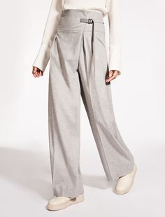 101801 Icon Coat and other coats fw 2016 Max Mara - withoutstereotypes Minimal Outfit, Minimal Fashion, Daily Fashion, Vogue Bride, Fashion Pants, Fashion Outfits, Max Mara, Style Minimaliste, Wide Trousers