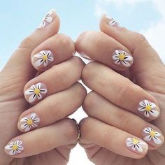 Feeling fresh as a daisy on this lovely #manimonday! @designlovefest (at Olive and June)