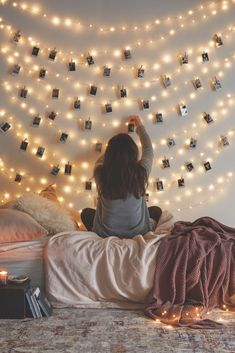 Urban Outfitters - Blog - UO DIY: Decorating with Instax ARBOL DE NAVIDAD CTO COMP HECHO DE LUCES.