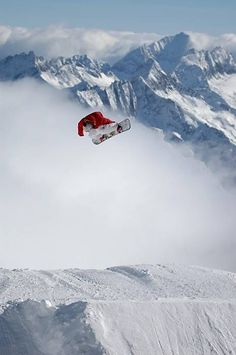 Catching some air.  #thepursuitofprogression #Lufelive #Snowboard #Snowboarding #Snow #LA #NY