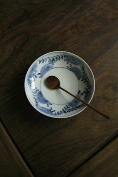 Naoko Shimizu Ceramic Tableware, Porcelain Ceramics, Ceramic Pottery, Ceramic Art, Wabi Sabi, In Praise Of Shadows, Modern Art Deco, Japanese Pottery, China Patterns