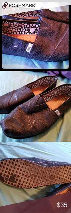 Toms size W9 shoes Lightly worn Toms Shoes Mules & Clogs