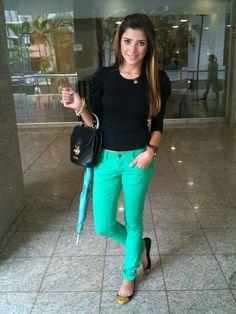 Resultado de imagem para look calça verde