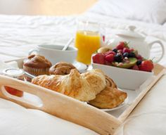We chose our favorite breakfast recipes to help Mom start off right. These Mother's Day Breakfast in Bed dishes that are quick, healthy, and kid-friendly. Breakfast Tray, Perfect Breakfast, Bed And Breakfast, Morning Breakfast, Sweet Breakfast, Breakfast Ideas, Breakfast Pictures, Continental Breakfast, Mothers Day Breakfast