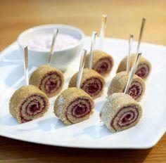 Mini-Biskuitröllchen | Zeit: 25 Min. | http://eatsmarter.de/rezepte/mini-biskuitroellchen