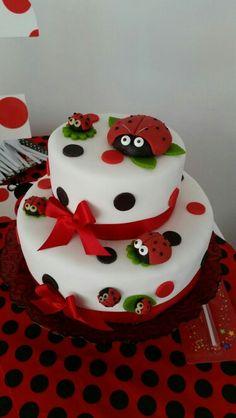 Torta mariquitas Fondant Cake Designs, Fondant Cakes, Cupcake Cakes, Owl Cupcakes, Fruit Cakes, Ladybug Cakes, Ladybug Party, Ladybird Cake, Toddler Birthday Cakes