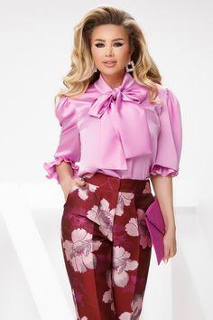 Camasa dama eleganta lila este alegerea perfecta pentru o tinuta business. Camasa are croi mai larg si are o funda mare in zona gatului. Atmosphere Fashion, Ruffle Blouse, Floral, Skirts, Tops, Women, Blouses, Passau, Skirt