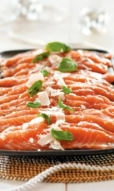 Hunajainen limettilohi // Salmon Carpaccio with Honey and Lime Food & Style Kati Pohja Photo Satu Nyström Maku www. Wine Recipes, Seafood Recipes, Gourmet Recipes, Hygge, Finland Food, Finnish Recipes, Gourmet Food Gifts, Fish Dishes, Food Pictures
