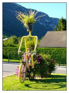 Funny Garden Art : Crazy Bicycle Flower Lady - made me laugh! Having Joy in the garden is essential! Many other examples at link. Outdoor Planters, Garden Planters, Outdoor Gardens, Outdoor Sheds, Outdoor Spaces, Recycled Planters, Diy Planters, Herb Garden, Unusual Garden Ornaments