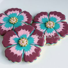 Flowers | by Mad About Cookies Flower Sugar Cookies, Leaf Cookies, Mother's Day Cookies, Sugar Cookie Icing, Cookie Frosting, Iced Cookies, Easter Cookies, Royal Icing Cookies, Cupcake Cookies
