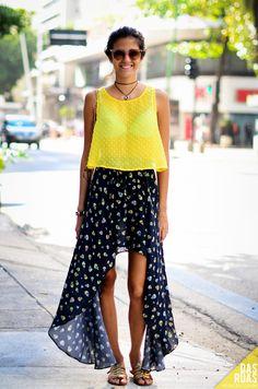 Street Style em Ipanema, RJ. Look confortável e estiloso com saia e regata transparente
