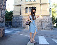 H&M Ribbed Top, Zara Denim Dress, Vintage Vintege Multicolor Purse, Zara Suede On Point Loafers