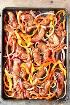 Sheet Pan Chicken Fajitas Recipe Chicken Fajita Recipe, Chicken Fajitas, Chicken Salad, Chicken Recipes, Paleo Recipes, Mexican Food Recipes, Cooking Recipes, Delicious Recipes, Free Recipes