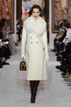 Lanvin Fall 2020 Ready-to-Wear Fashion Show Collection: See the complete Lanvin Fall 2020 Ready-to-Wear collection. Look 21 Fashion Week, Fashion 2020, Runway Fashion, Winter Fashion, Fashion Outfits, Womens Fashion, Gothic Fashion, Stylish Winter Coats, Stylish Coat