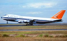 South African Airways - in the original livery landing on Runway April 1980 Cargo Aircraft, Boeing Aircraft, Passenger Aircraft, Airbus A380, Commercial Plane, Commercial Aircraft, Civil Aviation, World Pictures, Spacecraft