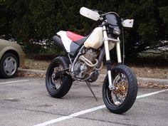 Honda Scrambler, Enduro Motorcycle, Motorcycle Design, Bike Design, Pit Bike, Bike Run, Supermoto Wheels, Santa Cruz Bicycles, Cool Dirt Bikes
