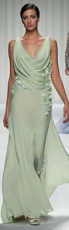 Abed Mahfouz Couture Spring Summer 2013 - The little thins - Event planning, Personal celebration, Hosting occasions Abed Mahfouz, Beautiful Gowns, Beautiful Outfits, Moda Hippie, Evening Dresses, Formal Dresses, Afternoon Dresses, Flapper Dresses, Green Gown