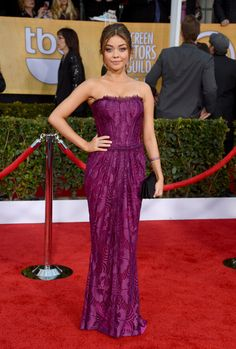 Sarah Hyland oozed sophistication in a strapless purple gown, a swept ponytail and au natural make-up. #SAGAwards
