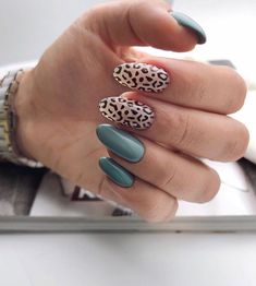 There are nail art designs inspired by a variety of animal skin patterns such as leopard print, snake skin, crocodile skin, and cowhide leather. Drag the mouse down to find a nail style that fits the autumn and winter coat! Leopard Nails, Blue Nails, Winter Nails, Summer Nails, Wedding Nails For Bride, Nail Patterns, Dream Nails, Nail Envy, Easy Nail Art
