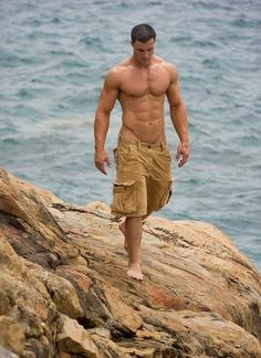 That is one seriously hunky torso. Check out that V.