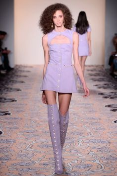Alice McCall Autumn/Winter 2018 Ready-To-Wear New York Collection - Women Style Purple Fashion, Look Fashion, High Fashion, Fashion Show, Fashion Design, Alice Mccall, Couture Fashion, Runway Fashion, Fashion 2018
