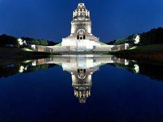 Völkerschlachtdenkmal in Leizpig bei Nacht