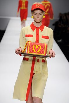 Moschino with That McDonald's look at the MFW 2014 with Jeremy Scott