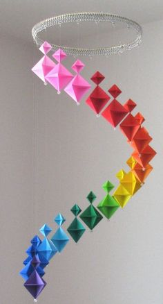 Diy hanging mobiles that will beautify your home origami hanging decoration Do It Yourself Projects, Cool Diy Projects, Art Projects, Projects To Try, Color Wheel Projects, Mobil Origami, Origami Modular, Origami Folding, Paper Folding