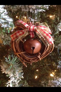 Small wreath ornaments-I see these little wreaths at yard sales all the time.