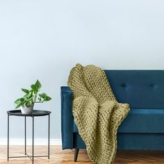 Your Lifestyle by Donna Sharp Chunky Knit Throw - Overstock - 21529411 Shabby Chic Material, Most Comfortable Sheets, Online Bedding Stores, Chunky Knit Throw, Affordable Bedding, Knitted Blankets, Throw Blankets, Cool Beds, Bed Styling