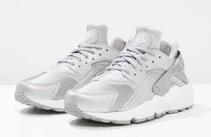 22049623bf4d7 Nike Sportswear AIR HUARACHE RUN SE Baskets basses metallic silver matte  silver pure platinum summit white