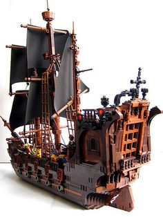 OLD SHIP :: My LEGO creations. This is my first attempt at making a pirate ship.