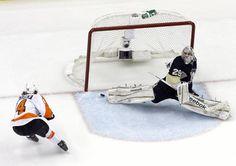 Sean Couturier Hat Trick :D Hockey Goalie, Hockey Players, Boston Bruins Goalies, Marc Andre, Nhl Games, Philadelphia Flyers, Black Love, Penguins, Sports
