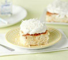 This 2 ingredient, fat free, low calorie pineapple cake is almost TOO GOOD TO BE TRUE! Great for dieters and NON dieters alike! Pinapple Cake, Easy Pineapple Cake, Pineapple Angel Food, Crushed Pineapple, Angel Food Cake Desserts, Dessert Recipes, Healthy Treats, Healthy Desserts, Brownies