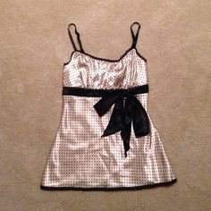 Black and Gold Camisole Top Chic black and gold camisole top with black bow. Like new! Heart Soul Tops Camisoles