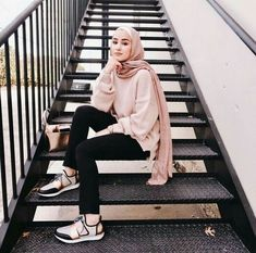 How to Pull Off Sneakers With Hijab Outfit - hijab style Modern Hijab Fashion, Street Hijab Fashion, Hijab Fashion Inspiration, Muslim Fashion, Look Fashion, Trendy Fashion, Girl Fashion, Fashion Outfits, Womens Fashion
