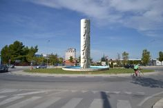 Colonna senza fine-pietra -scultore Mimmo Laterza.-anno 2010