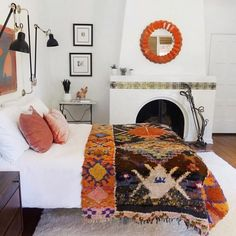 The Best Bedroom Design Ideas from a California Bohemian Home 3 steps to achieving a California boho bedroom. Bedroom Colors, Home Decor Bedroom, Modern Bedroom, Bedroom Ideas, White Bedroom, Master Bedroom, Girls Bedroom, Bedroom Furniture, Bedroom Bed