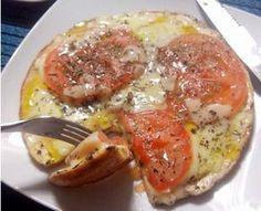 Pizza de Frigideira Fit - eu trocaria  o óleo de canola por azeite ou óleo de côco!